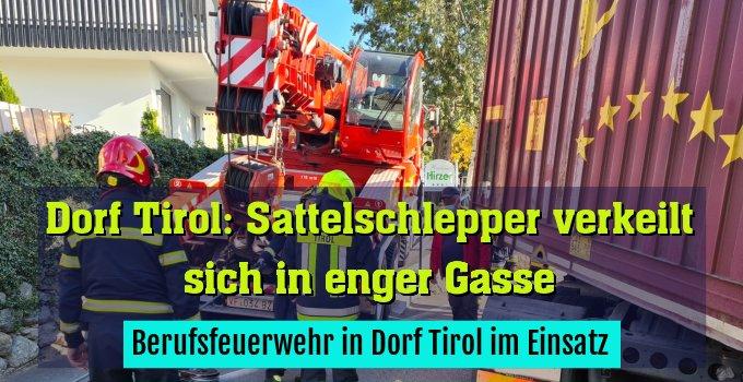 Berufsfeuerwehr in Dorf Tirol im Einsatz