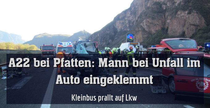 Kleinbus prallt auf Lkw