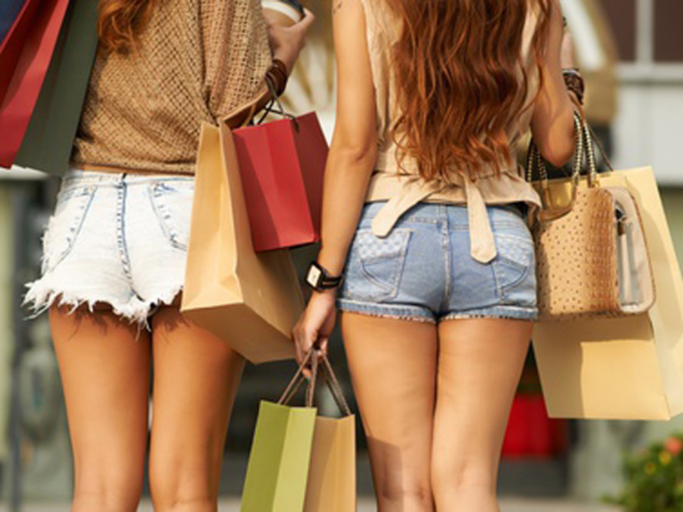 _c_-DragonImages-Fotolia.com-einkaufen-shopping-hotpant-sym_04