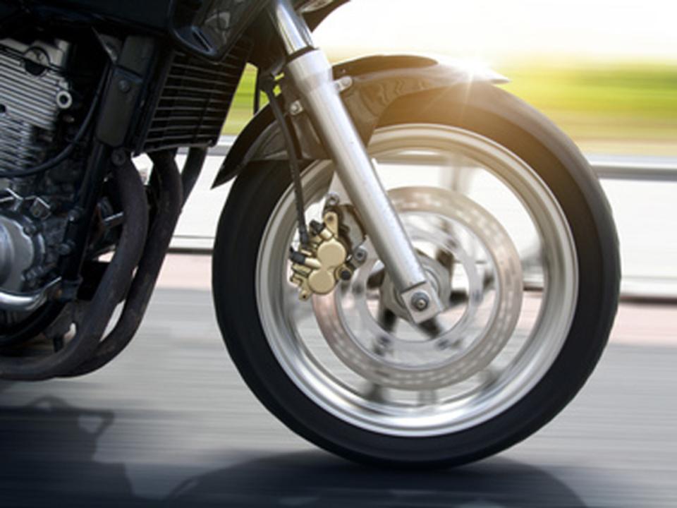 _c_-lassedesignen---Fotolia.com-motorrad-symbol-reifen_44