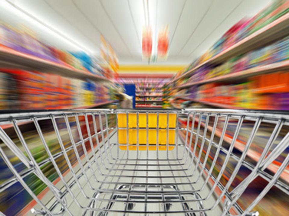 _c_-stockphoto-graf---Fotolia.com-einkaufen-supermarkt-konsum-eile-geschwindigkeit-einkaufswagen_14