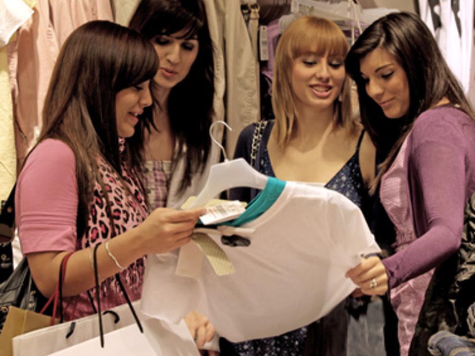 _c__Bilderjet_Fotolia_shopping_einkaufen_schlussverkauf__c__Bilderjet14038782_XS_13