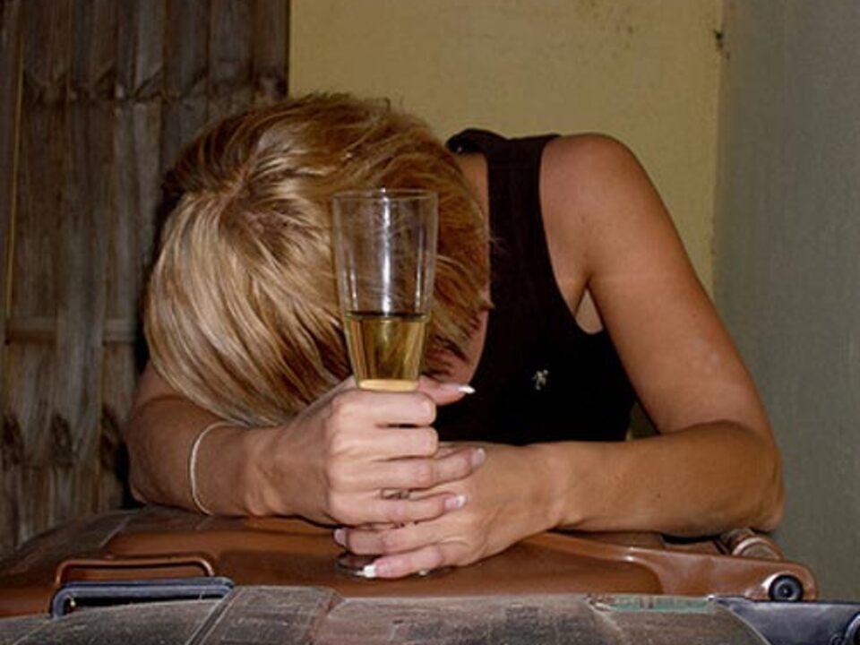 Alkohol_Saufen_Ewe-Degiampietro-Fotolia_08