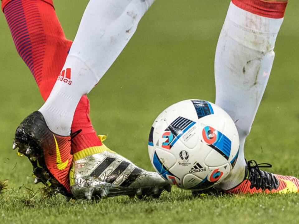 apa-em-2016-foul-fußball