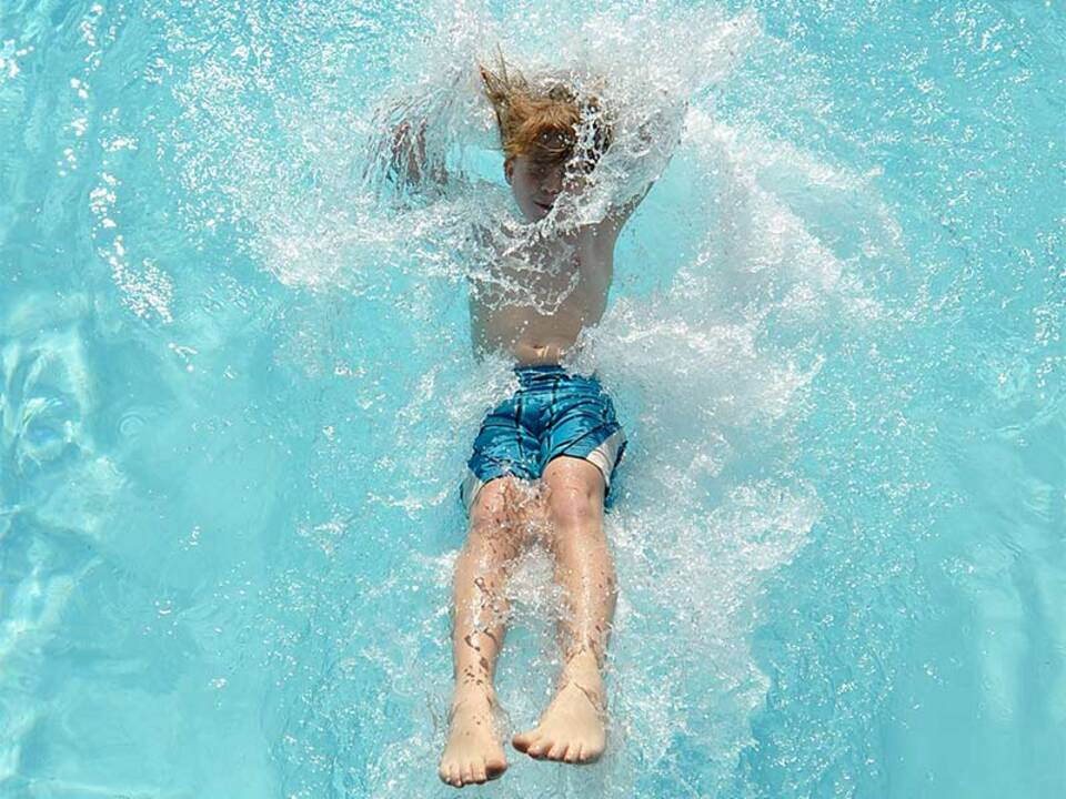 apa_picturedesk_pool_schwimmbad_sommer_urlaub_becken_05