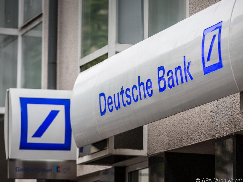 Bank fror Geld wegen diverser Skandale ein