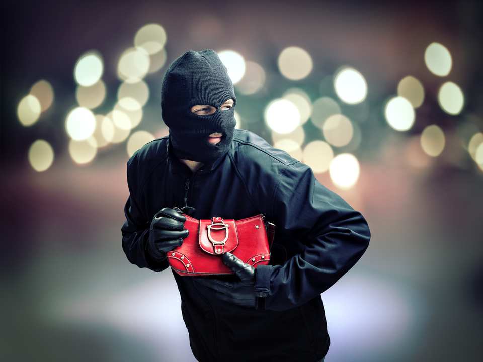 ©-Brian-Jackson---Fotolia.com-dieb-einbrecher-taschendiebstahl