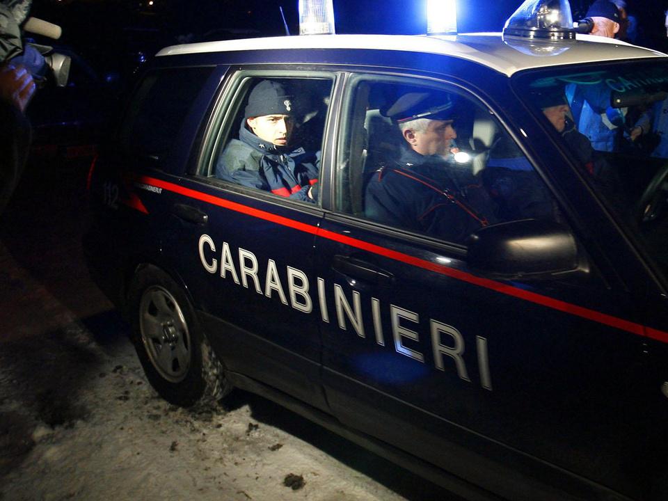 carabinieri-groß-auto-nacht-sym-apa