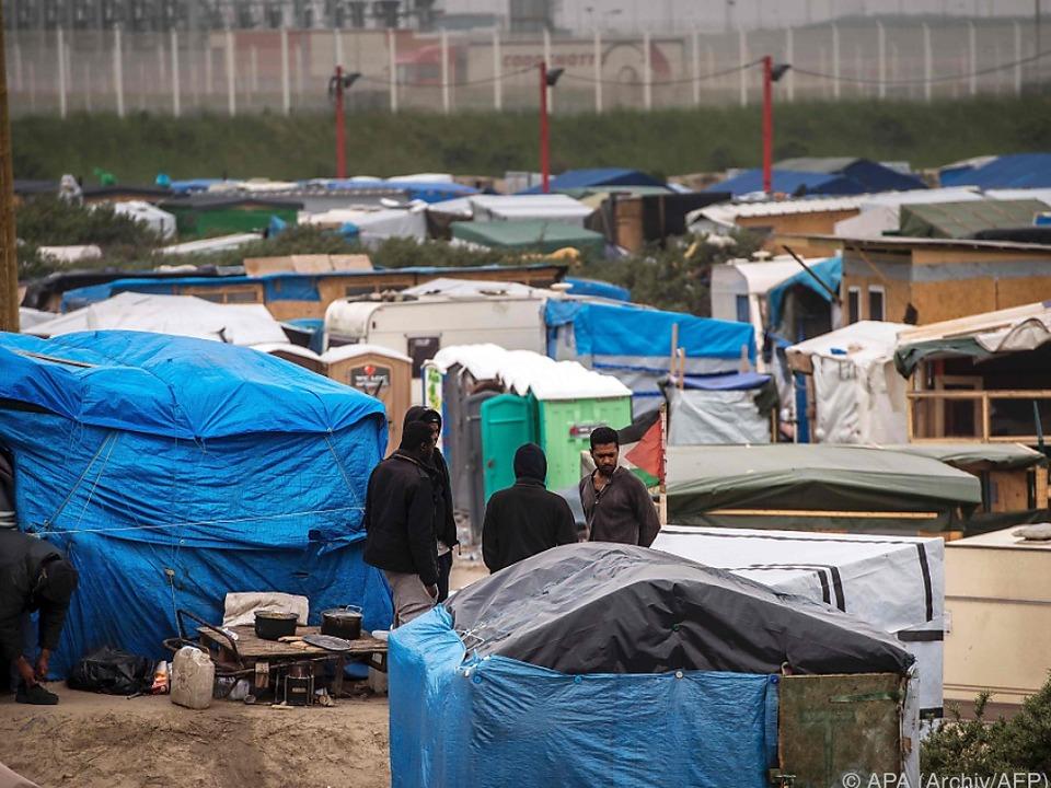 Das Flüchtlingslager von Calais ist als \