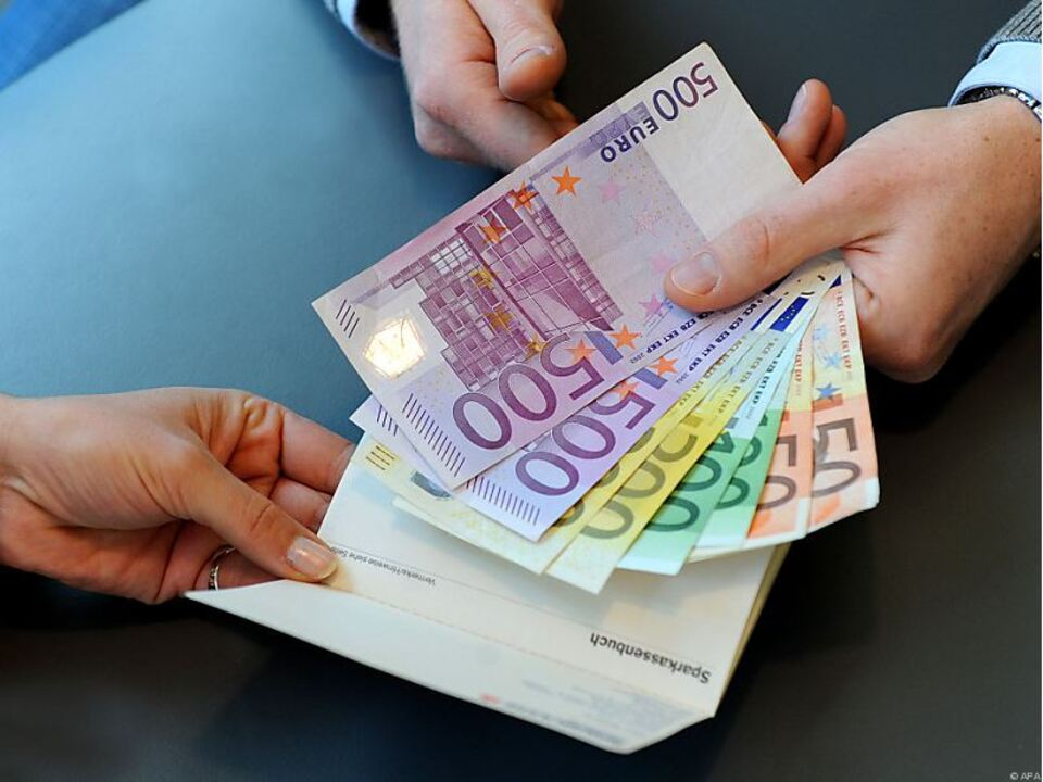 euro_geld_hand_apa_02