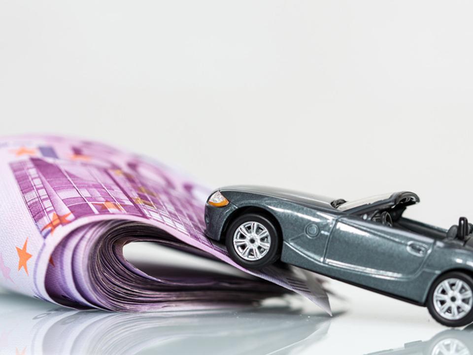 geld-auto-steuer-fotolia.de-vege