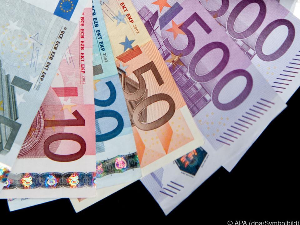 geld Uniabschluss hat beim Einkommen klare Vorteile