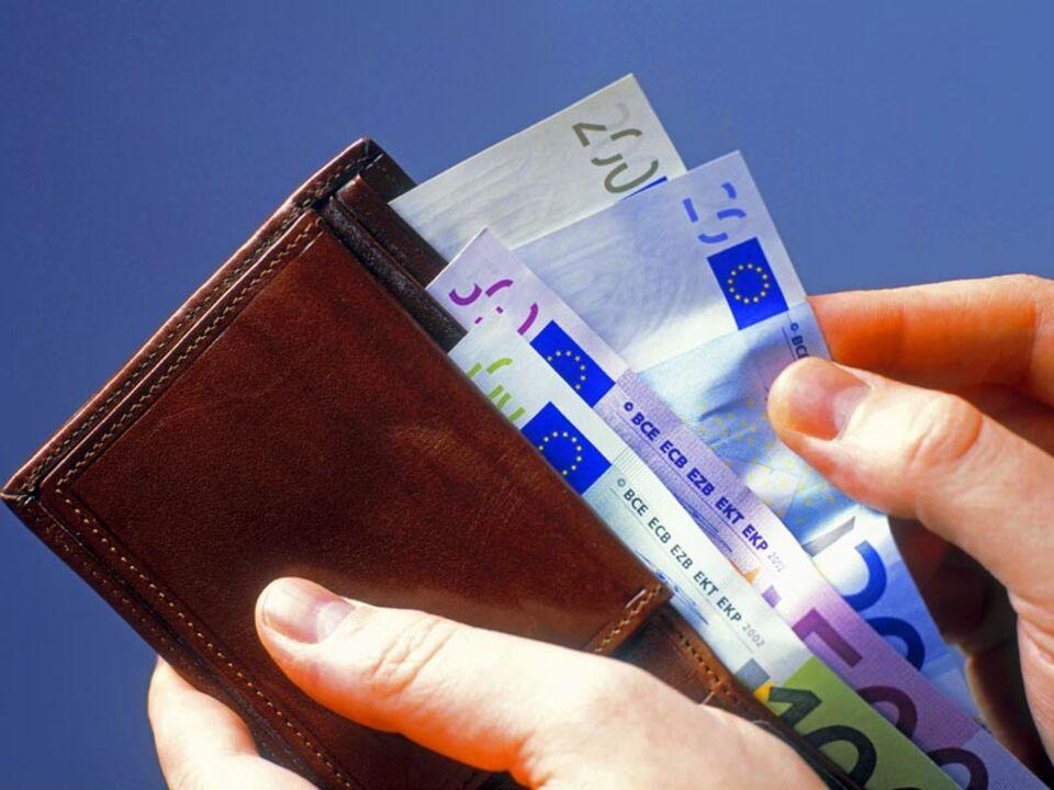 geld_geldtasche_brieftasche_inflation_bezahlen_einkaufen_apa_63