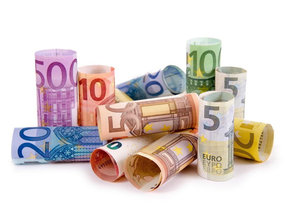 ©-grafikplusfoto---Fotolia.com-geld-bargeld