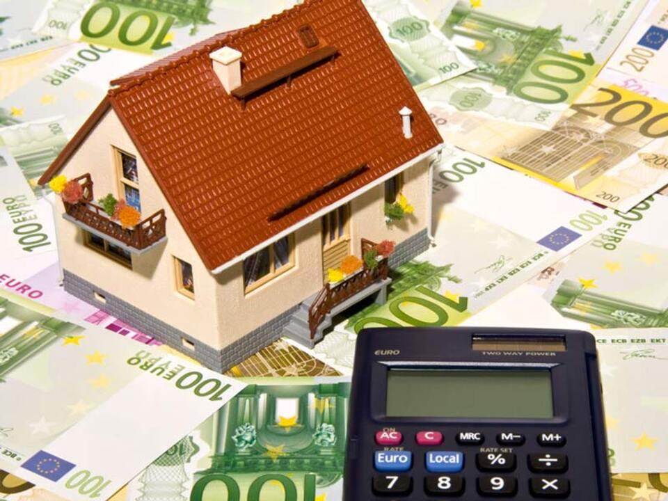 immobilie_haus_geld-finanzierung_kredit_wohnung_by_Thorben-Wengert_pixelio.de_09