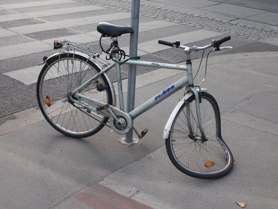 kaputtes Fahrrad, Fahrradunfall; =