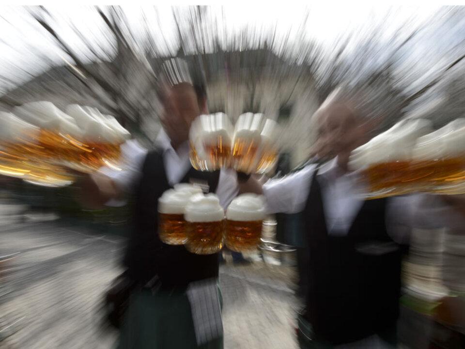 kellner_alkohol_bier_oktoberfest_apa_05