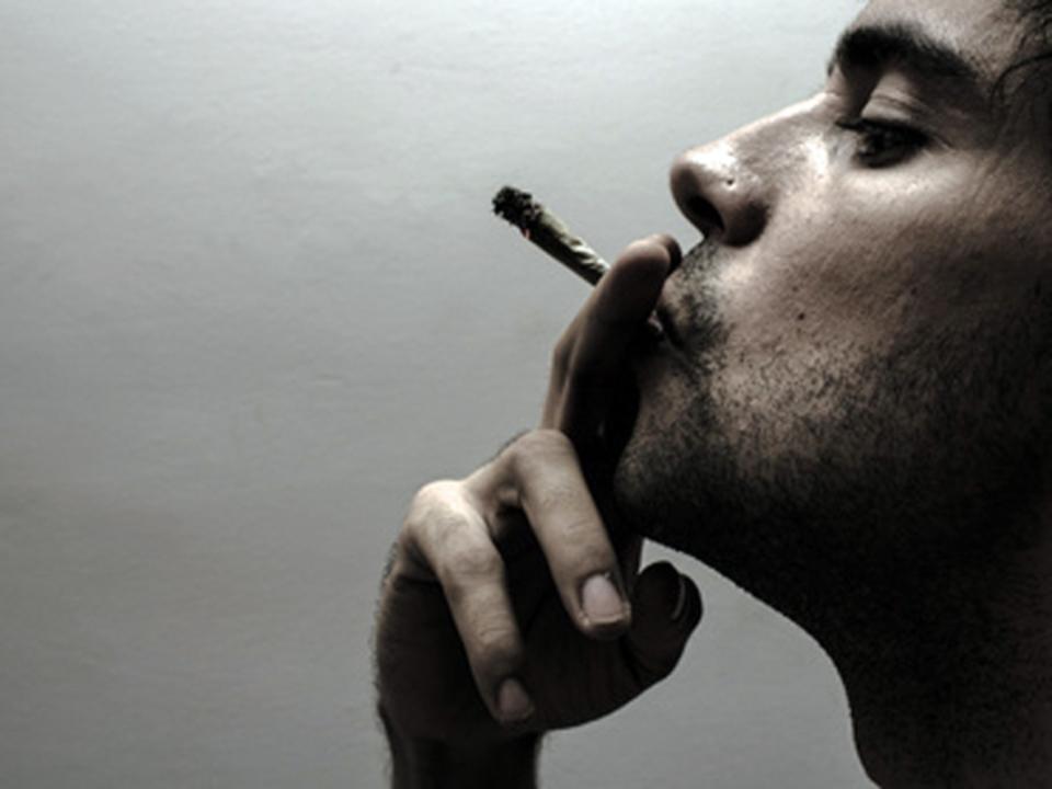 malekas-Fotolia.com-kiffen-joint-cannabis-marihuana_06