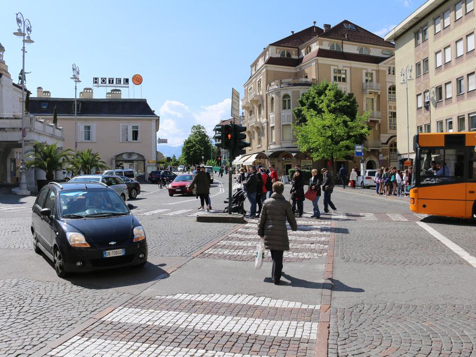 meran-gmme-theaterplatz-sym-gross