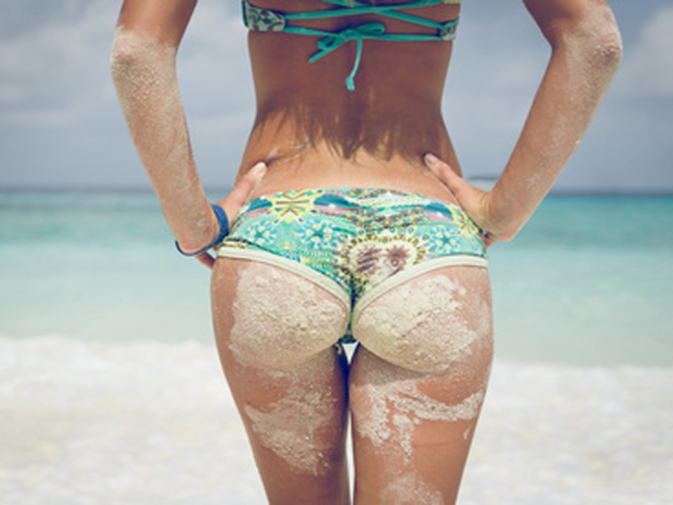 oneinchpunch---Fotolia.com-sexy-urlaub-meer-hitze-po-bikini_04