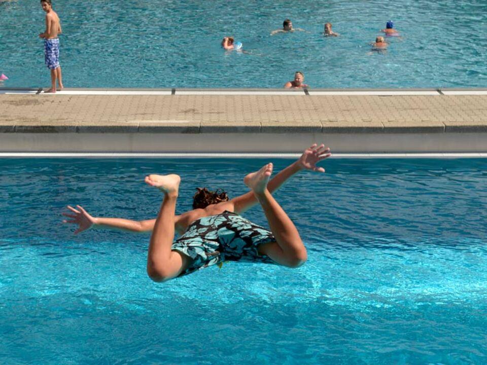 pool-urlaub-schwimmbad-lido-apa-sprung_02