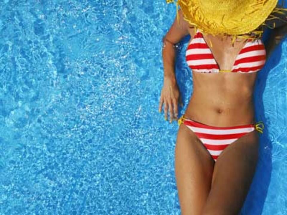 pool_hitze_frau_sommer_NinaMalyna---Fotolia_03