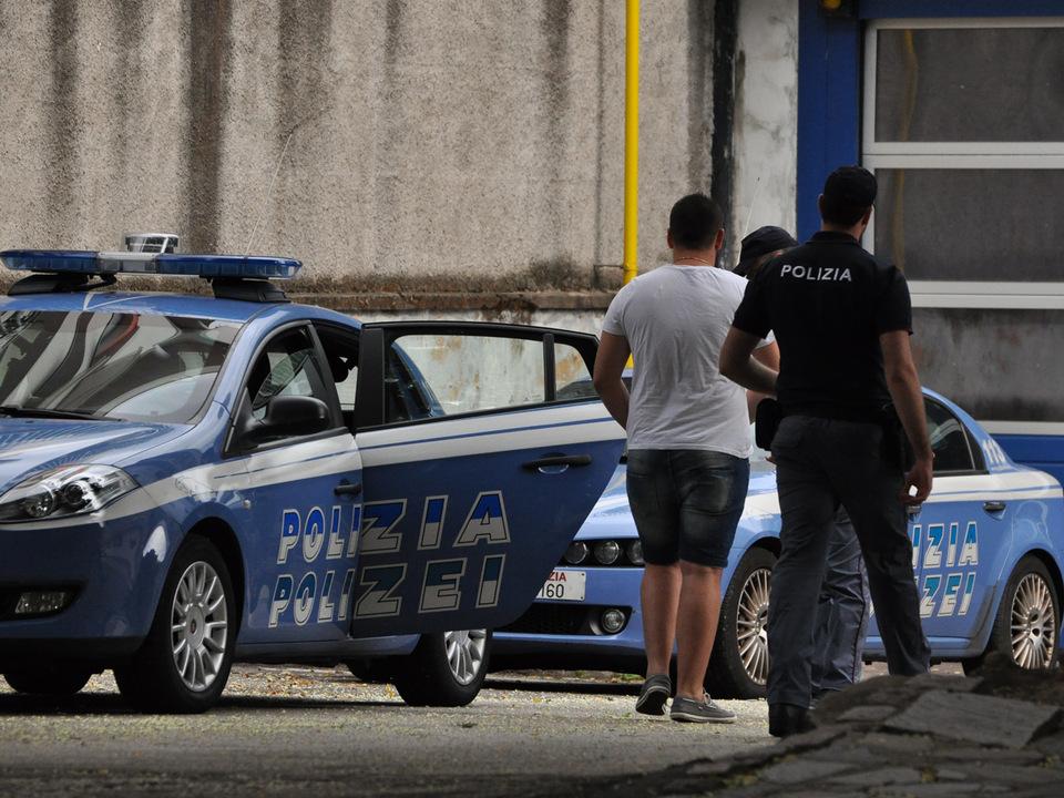 quästur-ausweisung-polizei-groß