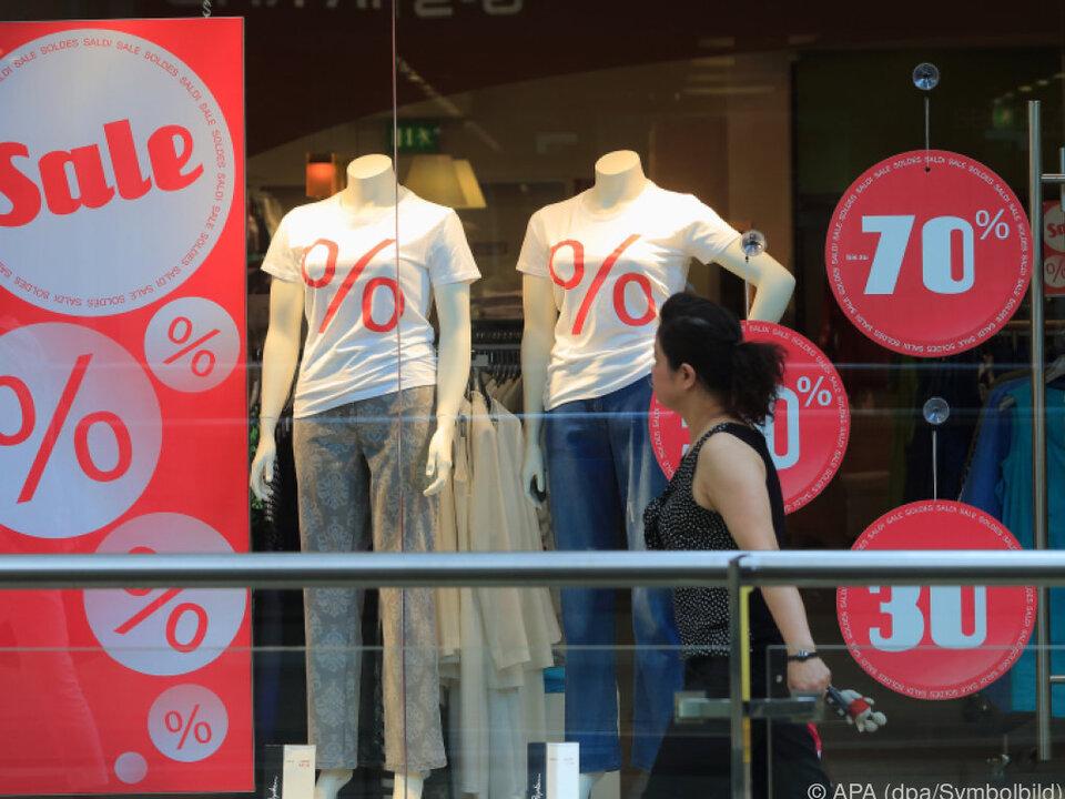 schlussverkauf einkauf Aktionen sollen die Kunden locken