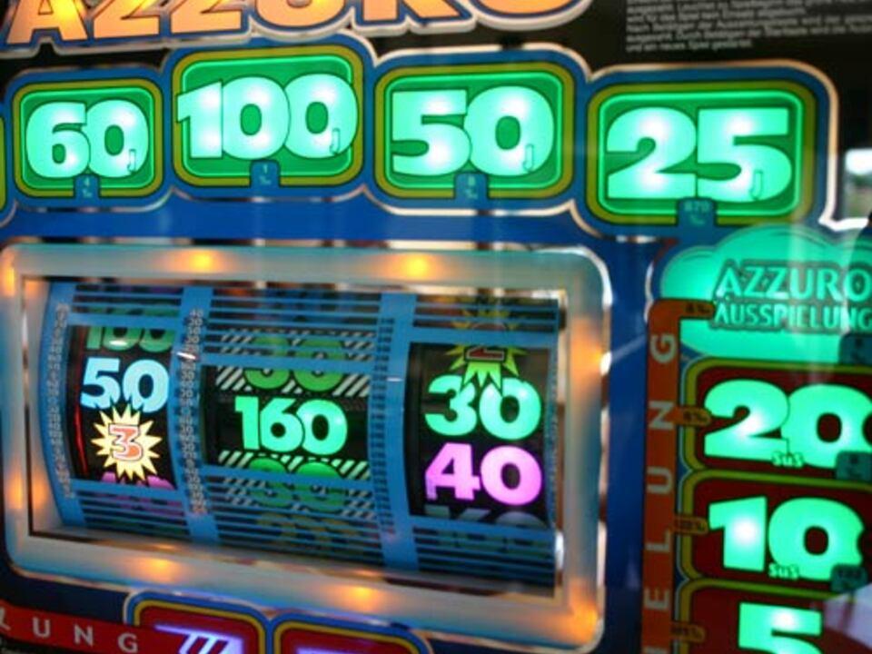 spielautomaten_slot_Uwe-Steinbrich_pixelio.de_09