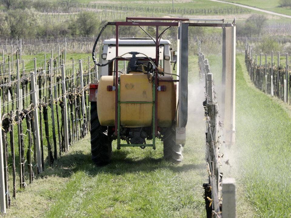 spritzen_traktor_pestizide-apa_18