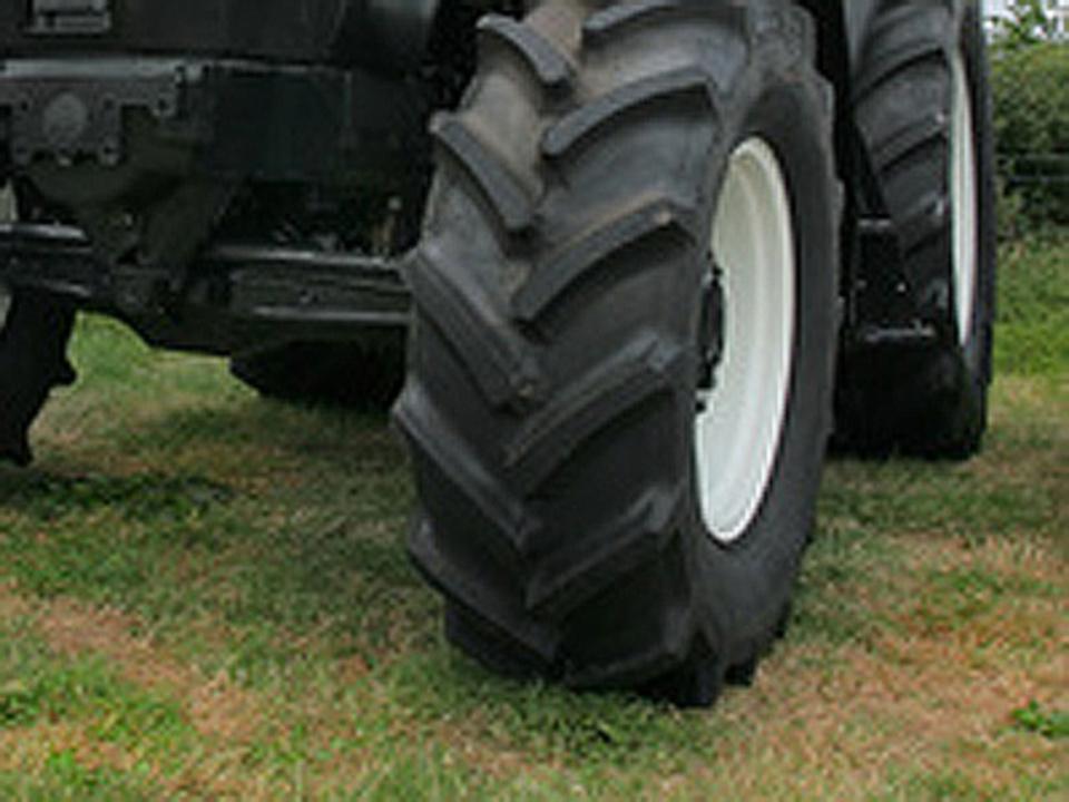 traktor_unfall__c__marilyn_barbone-Fotolia_1821665_XS_14
