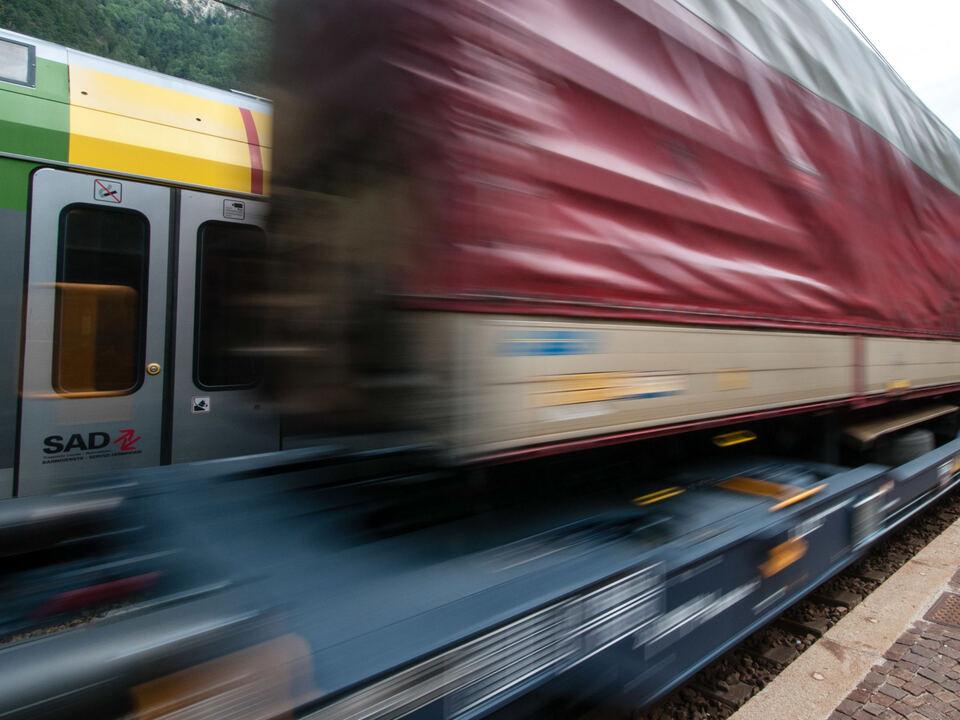 zug-güterzug-bbt-gleis-lpa