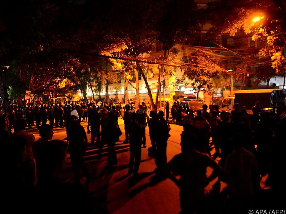 20 Cafe-Besucher und zwei Polizisten kamen bei der Geiselnahme um