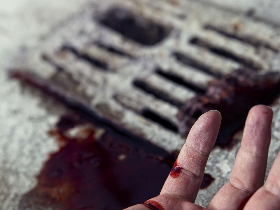 straße gully blut hand gewalt schlägerei