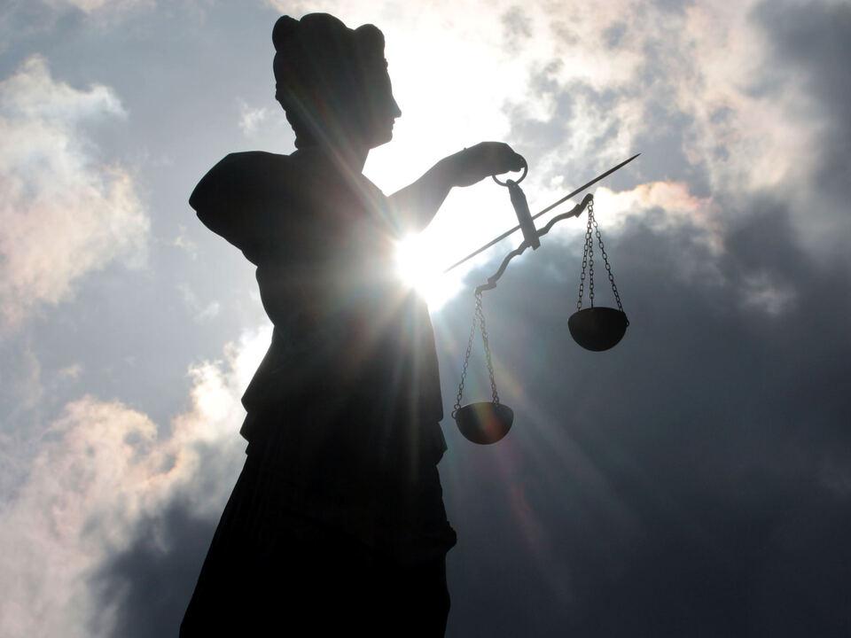 gericht justiz gerechtigkeit