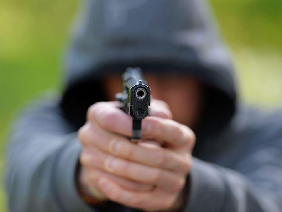 pistole überfall räuber gewalt