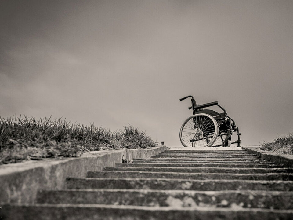DSG-Rollstuhl-Treppe-barrierefrei