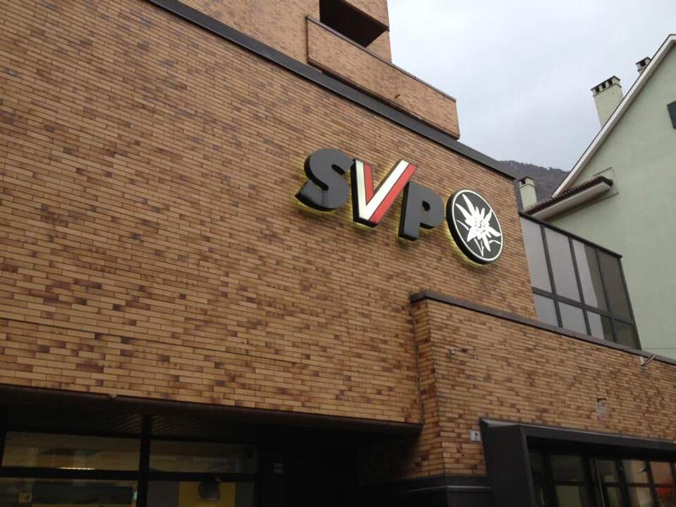 SVP_Symbol_Sitz_logo_stnewslu_11