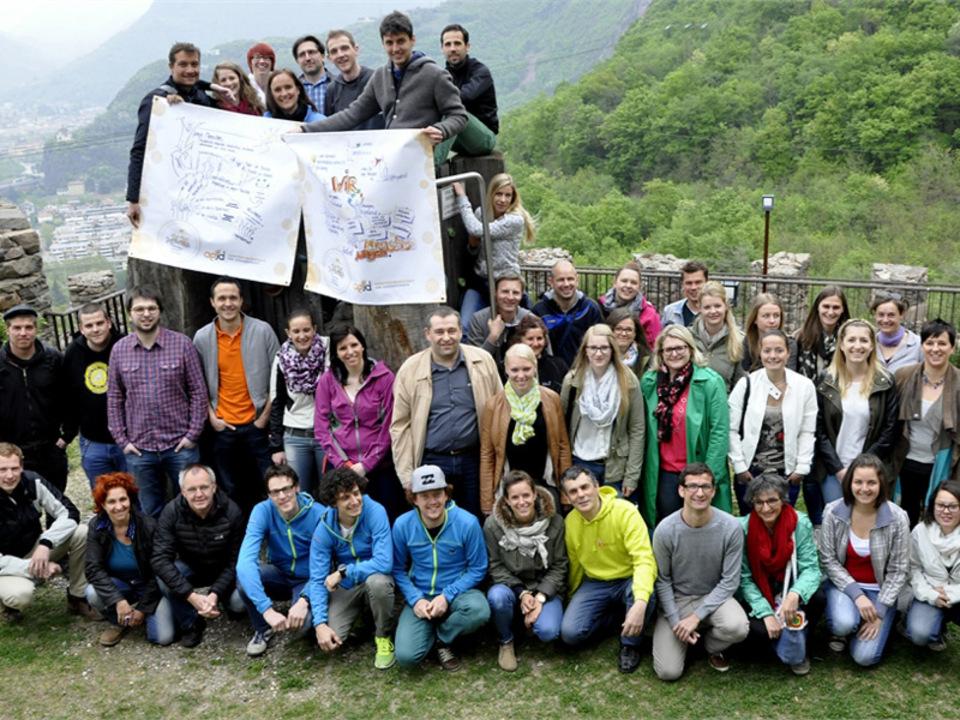 agjd-Gruppenbild-TeilnehmerInnen-der-Fru__776_hjahrstagung-der-Jugenddienste_Foto-AGJD