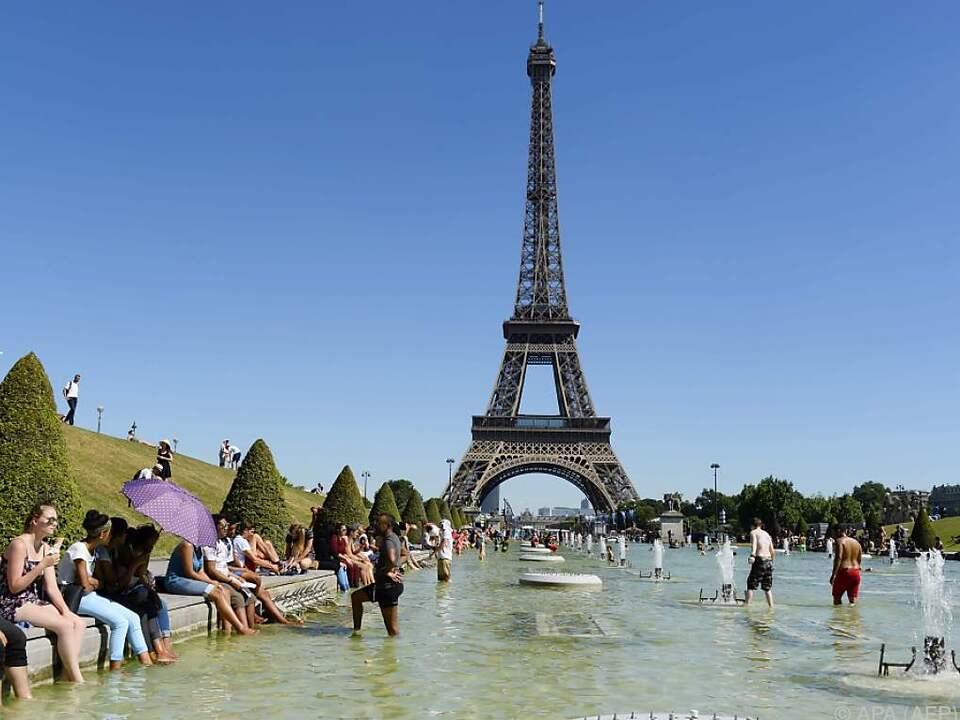 Aufregung am Eiffelturm