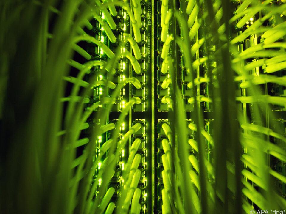 computer internet glasfaser Auswirkung der Digitalisierung auf Arbeitswelt als komplexes Thema