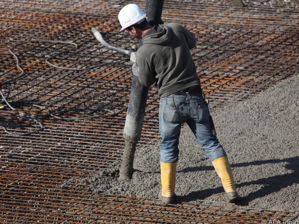 beton baustelle arbeit Vor allem beim Brennen von Zement wird viel Energie verbraucht