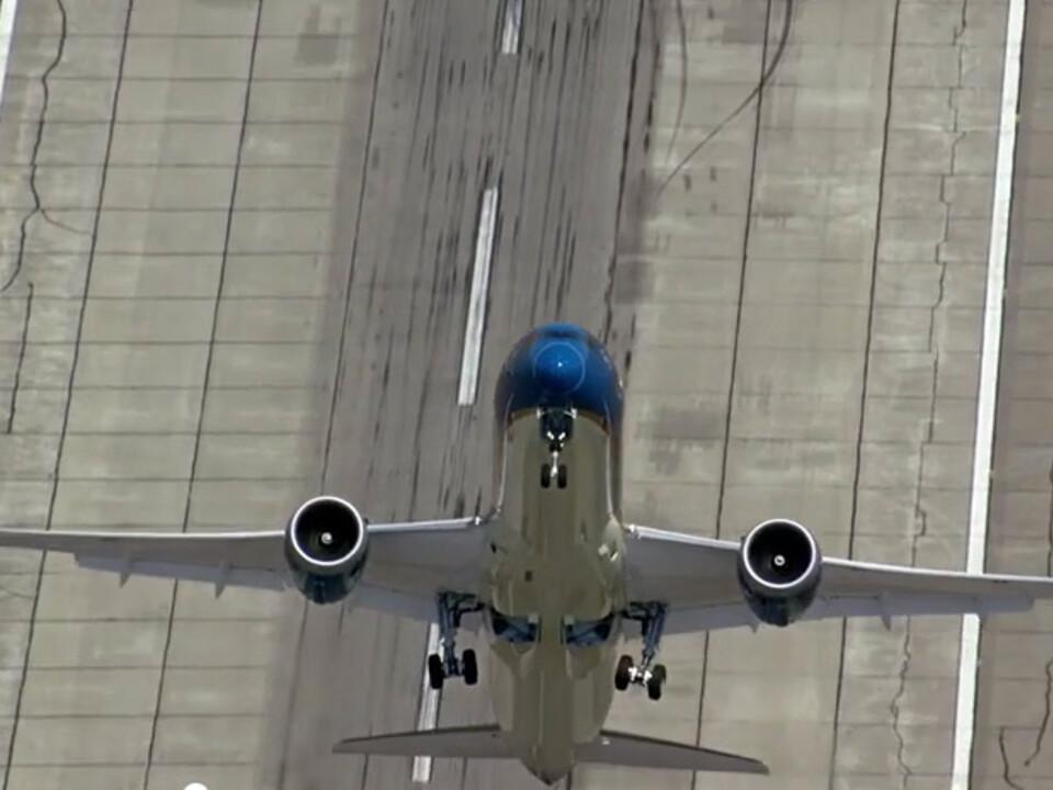 boeing-dreamliner-flugzeug-youtube