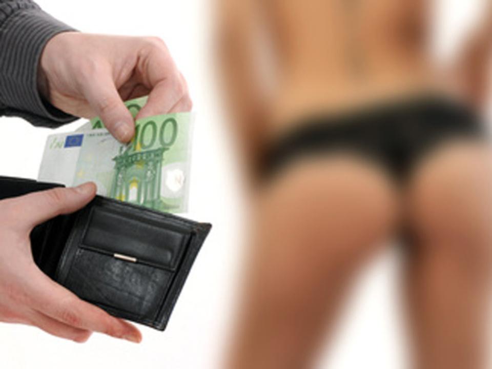 _c_-igor---Fotolia.com_nutte_prostituierte_sex_frau_geld_bezahlen_08