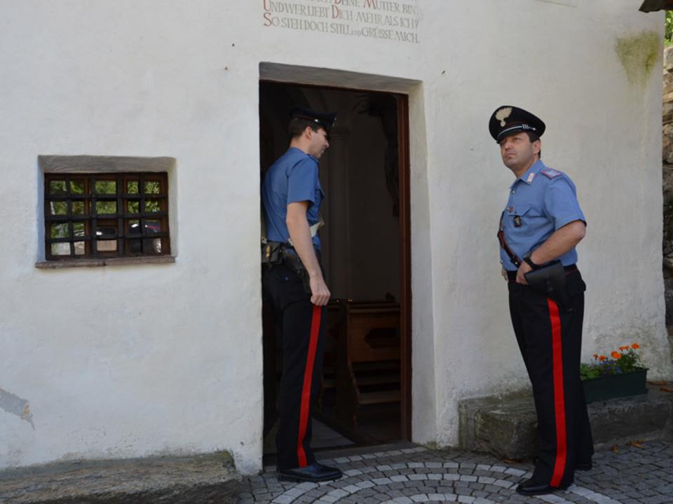 carabinieri-latsch-kirche-opferstock