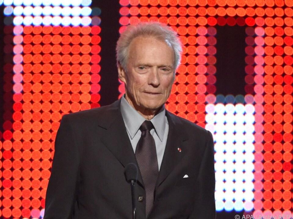 Clint Eastwood wagt sich aus der Deckung