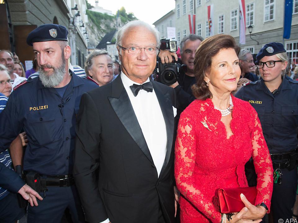 Das schwedische Königspaar sieht sich einiges an