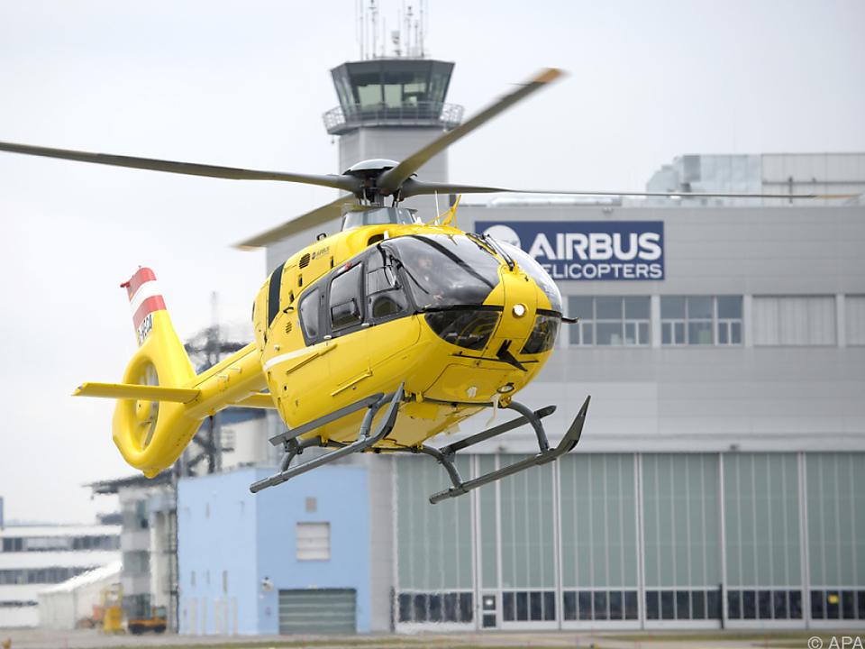 rettung innsbruckDer Mann wurde mit dem Rettungshubschrauber ins Spital geflogen