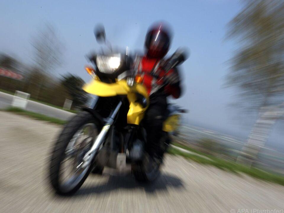 motorrad symbol Der Motorradfahrer sah den Pkw zu spät