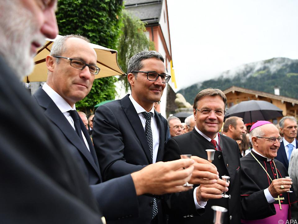 Die Landeshauptleute Rossi, Kompatscher und Platter mit Schnapserl